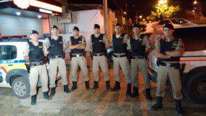 Militares que fizeram a apreensão da droga e a prisão dos suspeitos