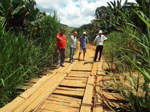 Situação da ponte preocupa os moradores