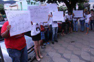 Familiares protestaram, mas evitaram falar com a reportagem