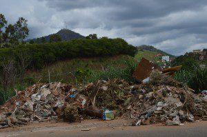 Impressiona a quantidade de lixo deixado na via pública