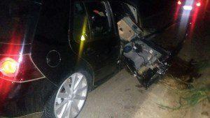 Lateral dianteira do Golf foi destruída
