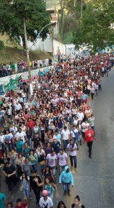 Jovens caminharam pelas ruas de Caratinga