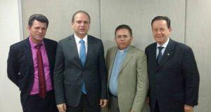 Odiel de Souza, ministro da Saúde, Ricardo Barros; provedor do hospital, padre José Antônio e deputado federal Mauro Lopes