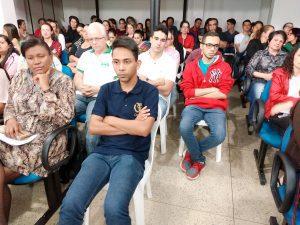 Alunos atentos durante a reunião