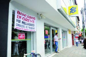 Bancários decidirão na segunda-feira (5) se entrarão em greve. Nos últimos anos aqueles que trabalham no Banco do Brasil e na Caixa têm aderido ao movimento (foto: Arquivo DIÁRIO)