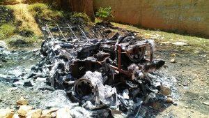 Jipe foi totalmente destruído pelas chamas
