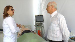 Professor Antônio Fonseca faz sua visita ao estande