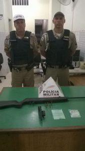 Sargento Anderson e cabo Fabrício fizeram a apreensão das armas e detiveram os suspeitos