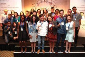 Phâmela, junto aos finalistas da categoria 'Crônica' (Foto: Rede Social)