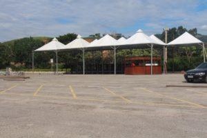 Montagem da estrutura no estacionamento do Unec II