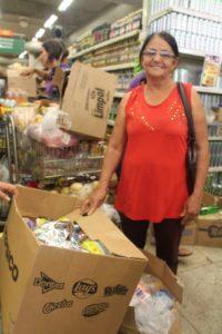 Maria do Carmo também chegou cedo para fazer suas compras