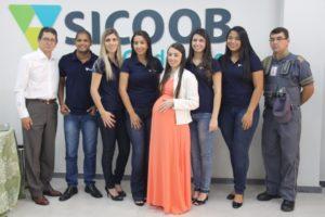 Equipe do Sicoob Credcooper comemora inauguração