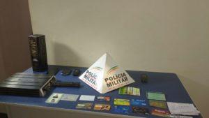 Documentos e cartões encontrados na casa de um dos acusados
