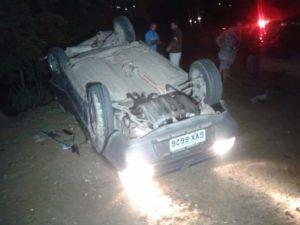 Motorista do Fiat Elba foi levado ao PAM pelos bombeiros comunitários