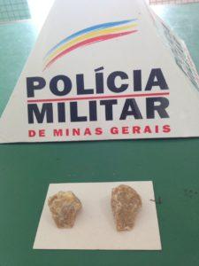 Pedras brutas de crack encontradas na casa de Juarez