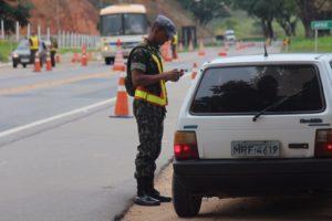 Trabalhos são conduzidos por homens do Exército, no km 531 da BR-116; onde está sendo reativado o posto de pesagem de veículos