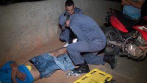 Uma das vítimas sendo socorrida (foto: Doctum TV)