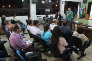 Audiência aconteceu na noite de segunda-feira (7), no plenário da Câmara Municipal